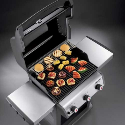 Spirit E-310 cooking surface